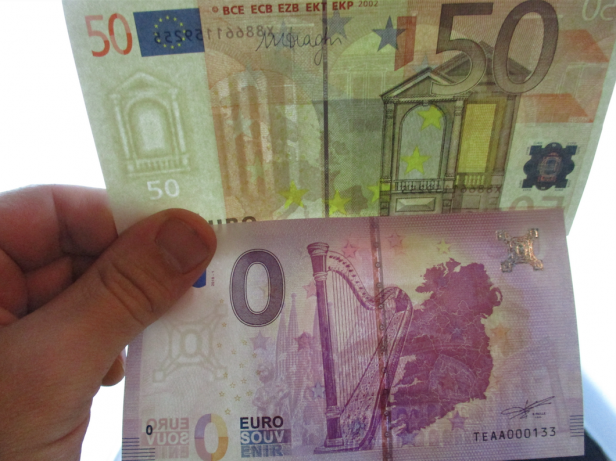 Comparison of 0 Euro and 50 Euro banknotes